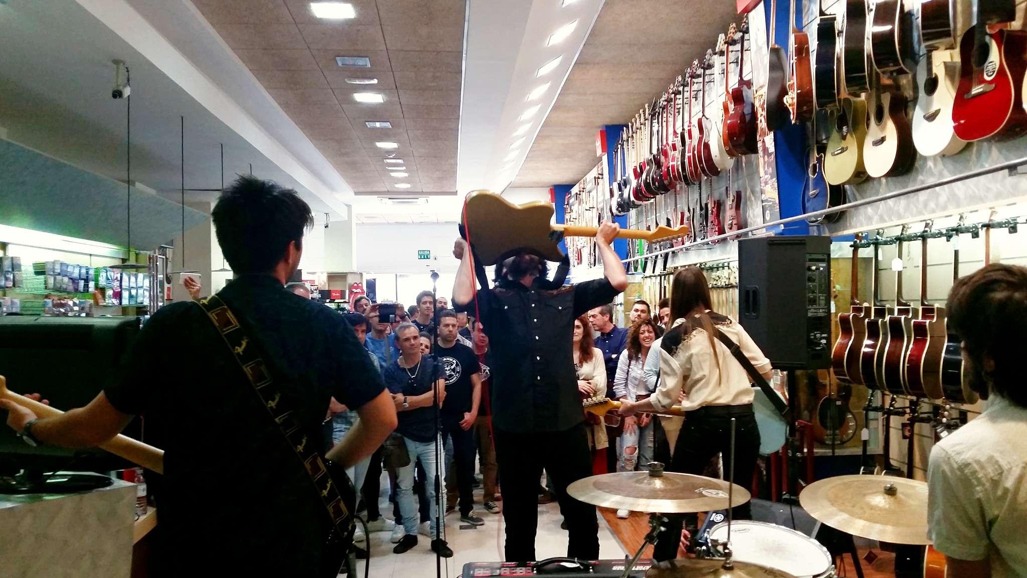 Fender Friends Live. Momentazo de Furia Trinidad.