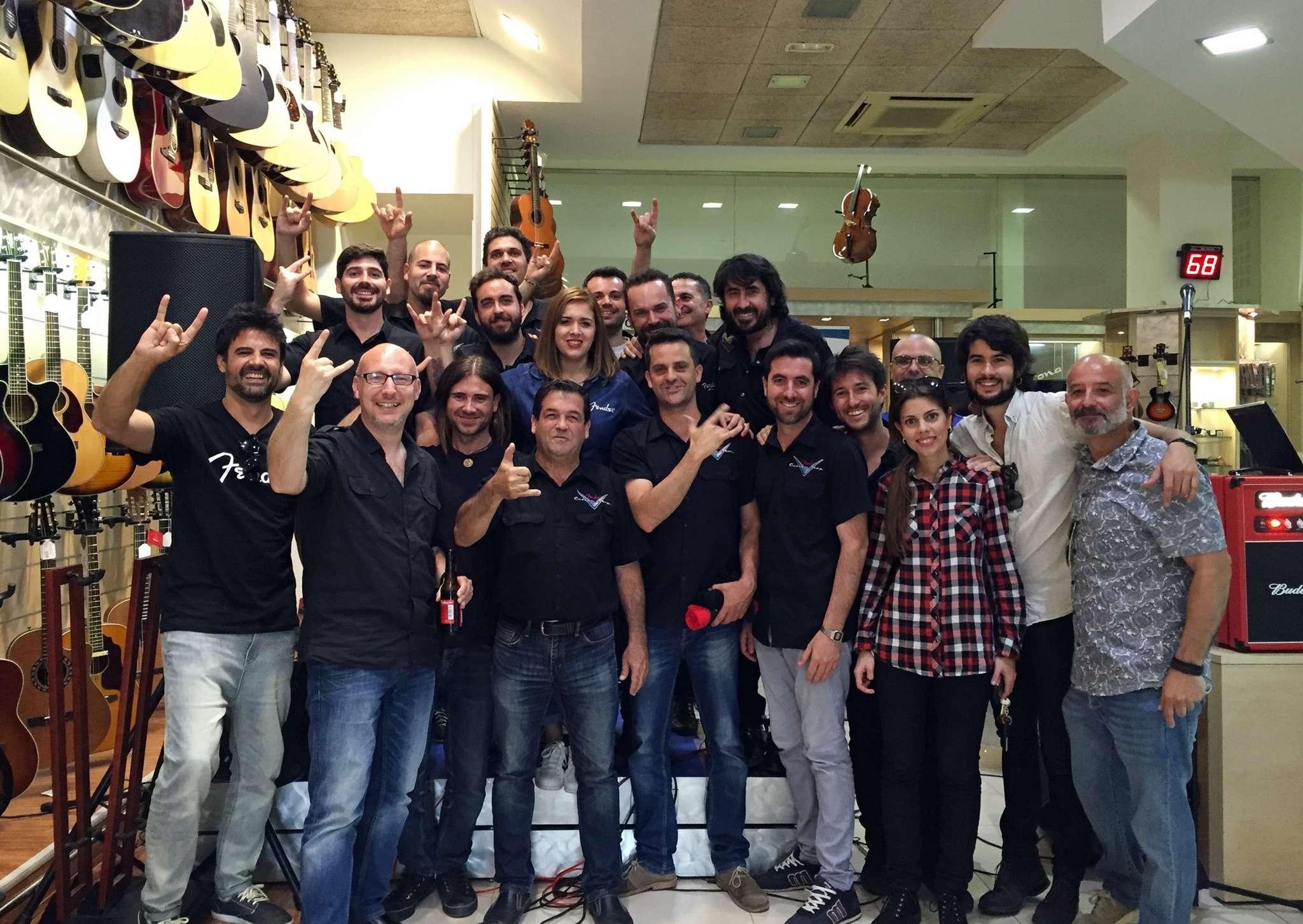 El equipo de Multison junto con Fender y Furia Trinidad