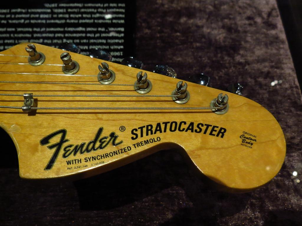 Fender 1968 Woodstock Stratocaster Jimi Hendrix 3