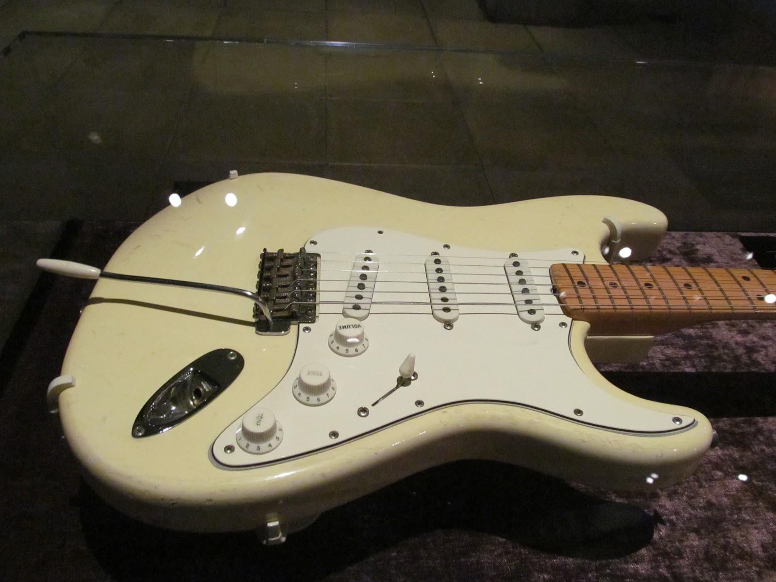 Fender 1968 Woodstock Stratocaster Jimi Hendrix 2